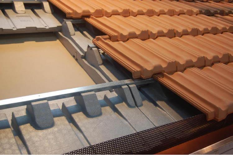 Fbm spa sistema tetto a pannelli montaggio tegola for Tipi di tetto