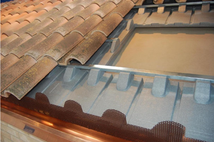 Fbm spa sistema tetto a pannelli montaggio tegola portoghese - Sistema di aerazione per casa ...